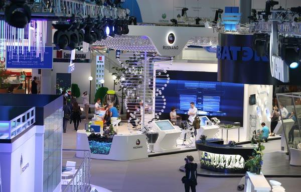Подготовка к открытию ПМЭФ 2013